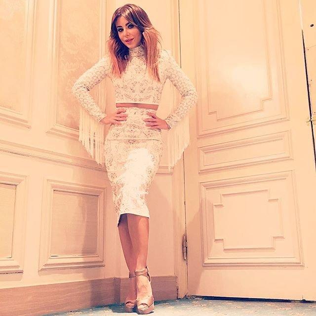 Ани Лорак примерила очень красивое раздельное платье