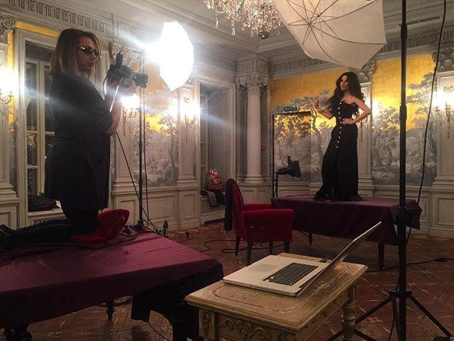 Солистка группы Винтаж показала платья для нового клипа
