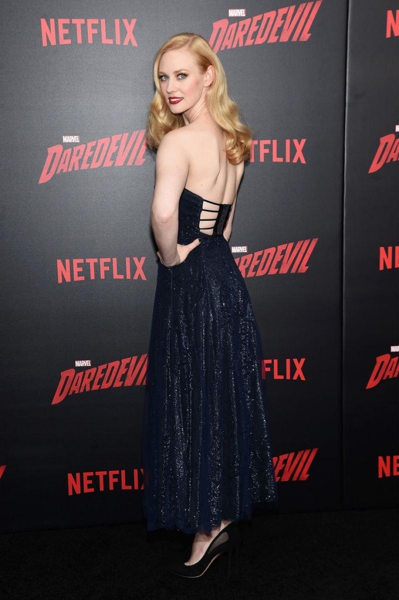 Непревзойденная Дебора Энн Уолл прибыла на премьеру фильма в изысканном наряде