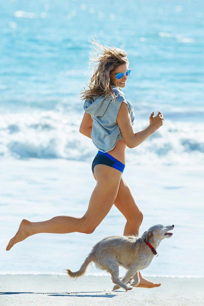 Эшли Грин демонстрирует спортивную фигуру