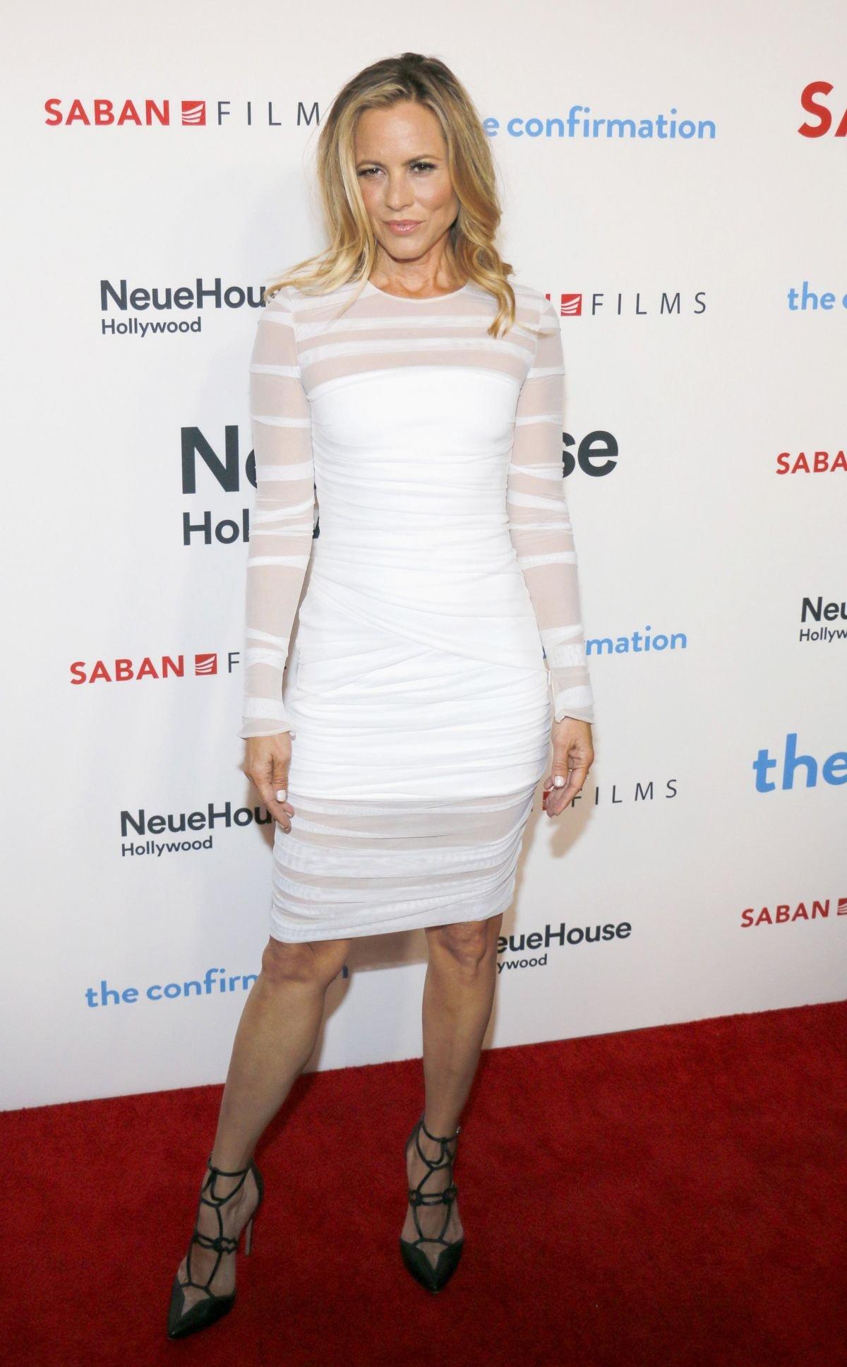 Мария Белло выбрала для выхода в свет белое платье