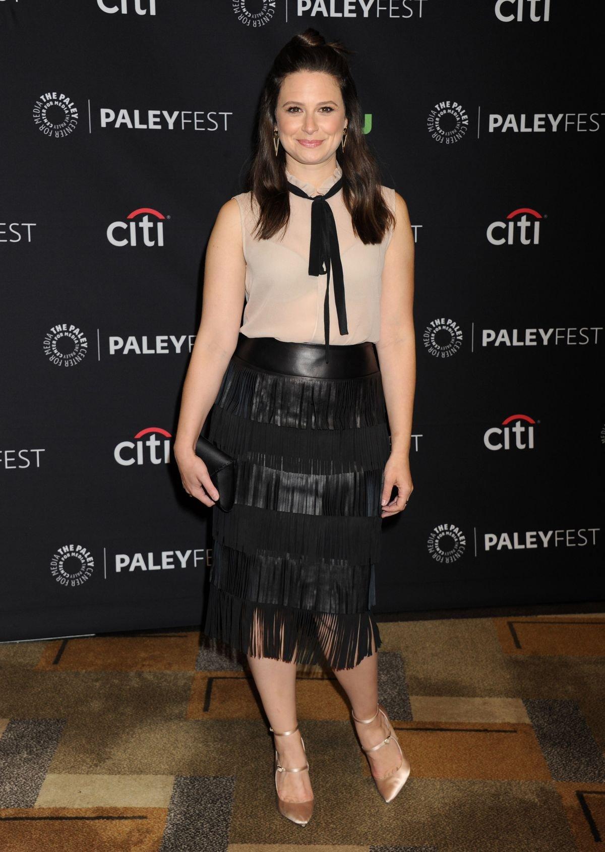 Кэти Лоус выбрала для премьеры фильма юбку с бахромой
