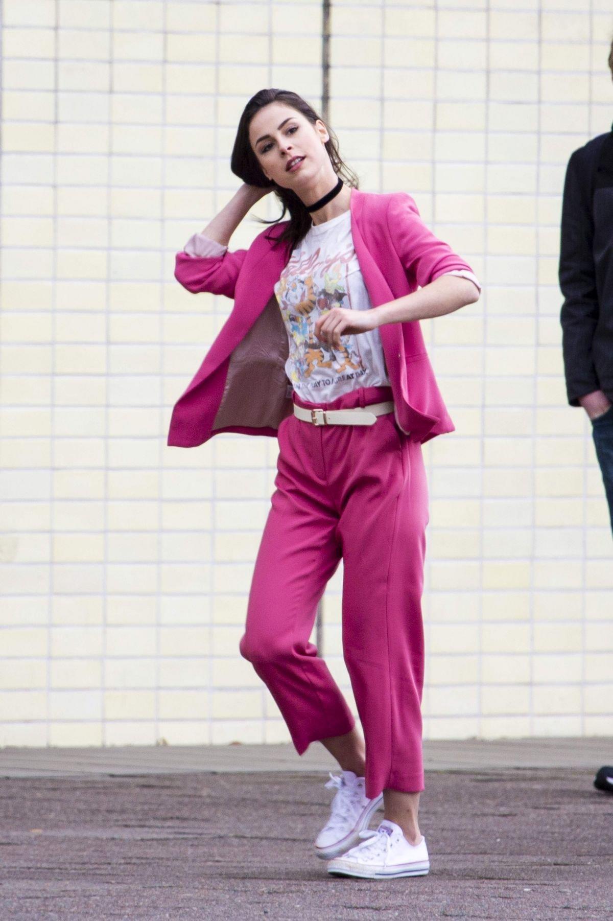 Лена Майер-Ландрут в стильном, розовом костюме
