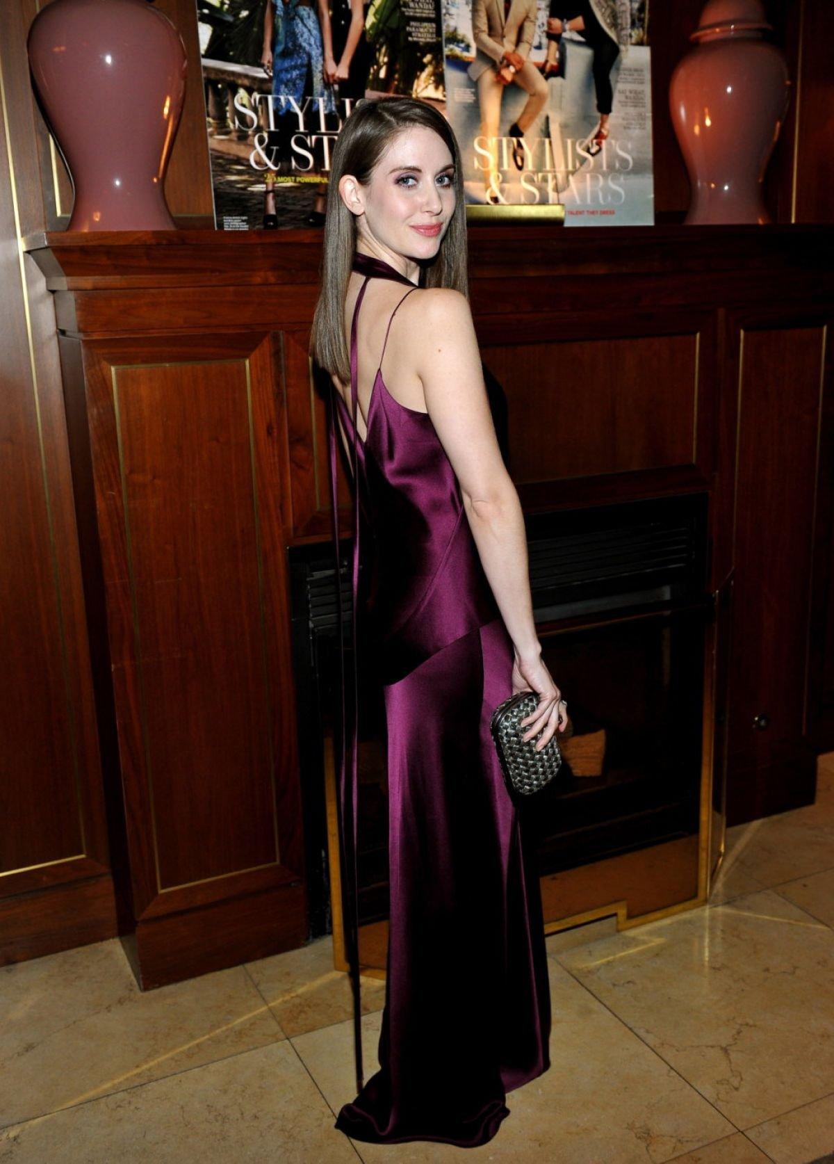 Роскошная Элисон Бри посетила званый ужин в шелковом платье