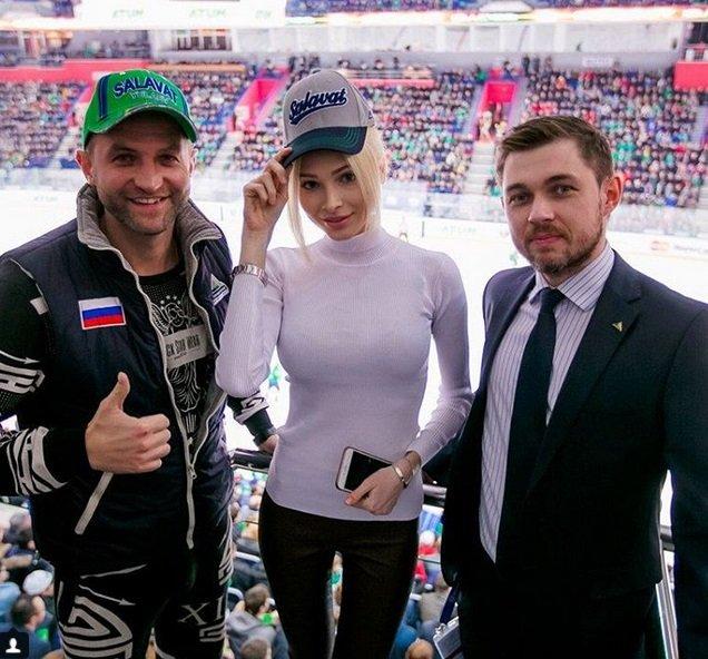 Алена Шишкова посетила хоккейный матч в Уфе