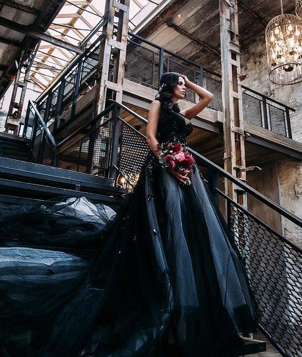 Виктория Романец примерила образ черной вдовы