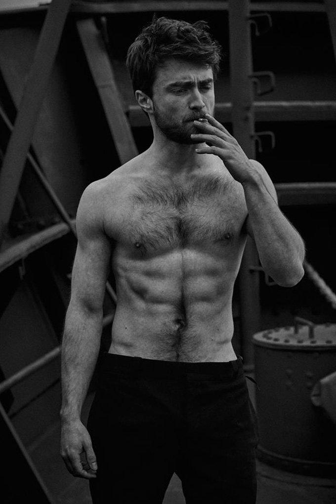 Дэниэл Рэдклифф в черно-белом мужественном фотосете для Vanity Fair
