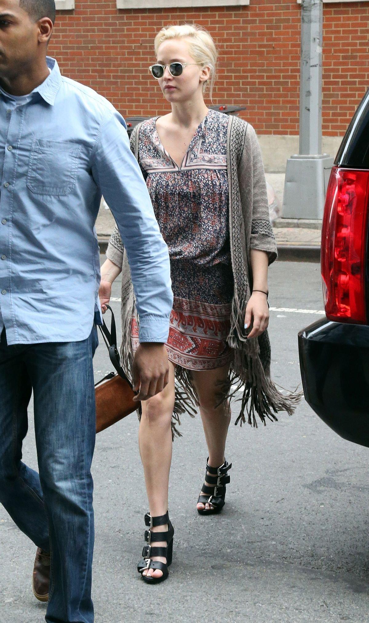 Дженнифер Лоуренс выбирает платья в этническом стиле