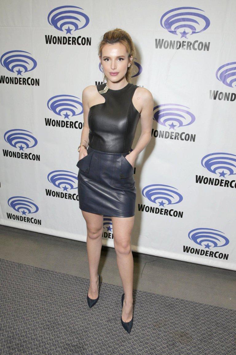 Актриса Белла Торн прибыла на презентацию нового мультфильма в кожанном платье