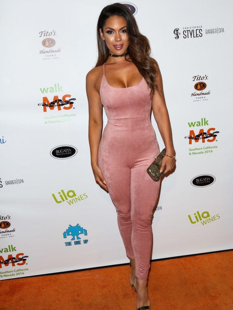 Карисса Розарио пришла на вечеринку в образу розовой пантеры