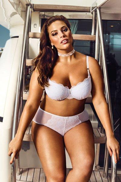 Plus-size модель Эшли Грэм позирует в новой коллекции свадебного нижнего белья