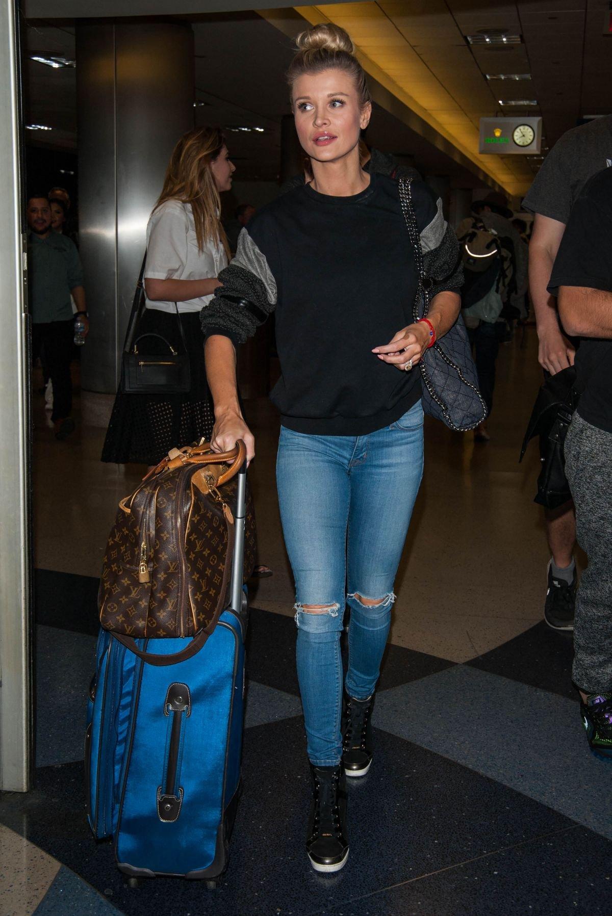 Джоанна Крупа блеснула в аэропорту