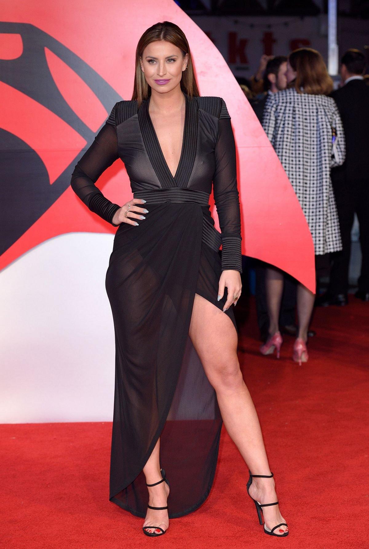 Ферн Мак-Канн вышла на красную дорожку в прозрачном платье