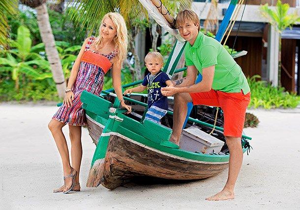 Яна Рудковская выложила фото с райского семейного отдыха