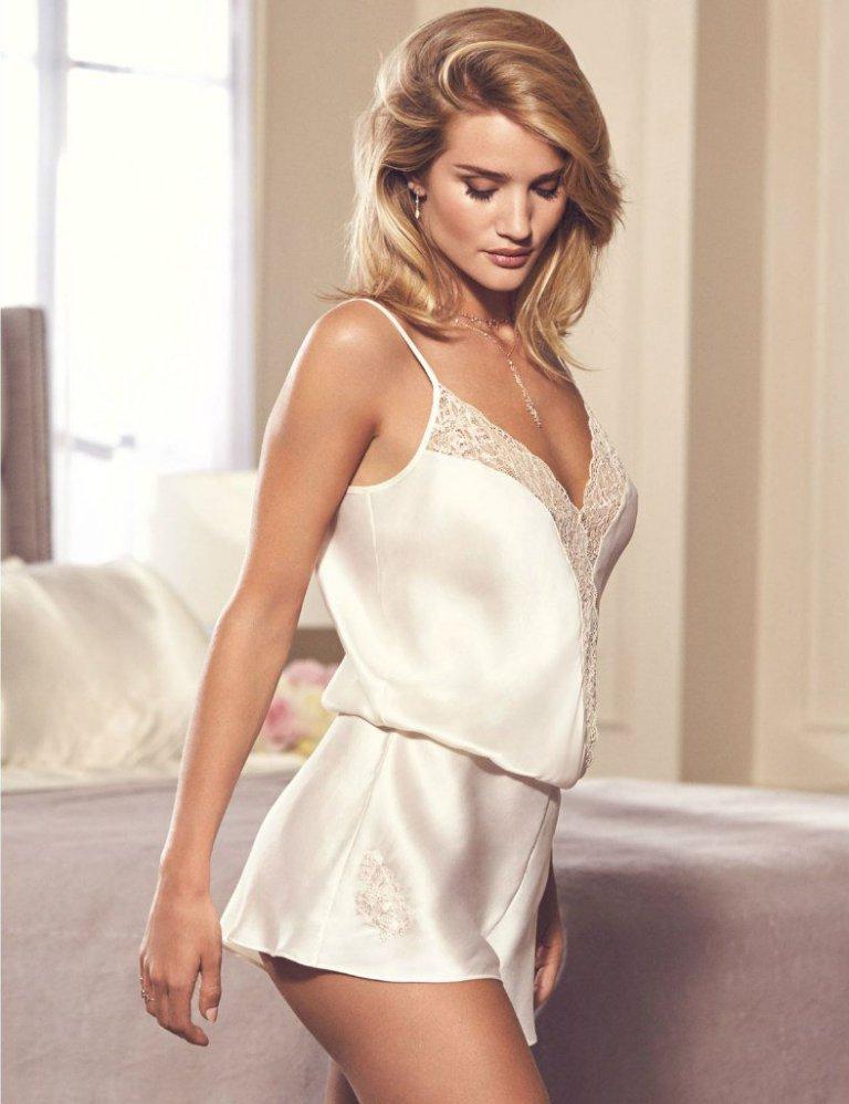Рози Хантингтон-Уайтли представила новую коллекцию нижнего белья