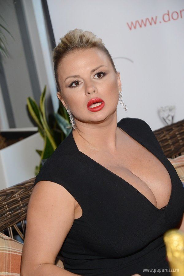 Анна Семенович разочаровала поклонников своим внешним видом
