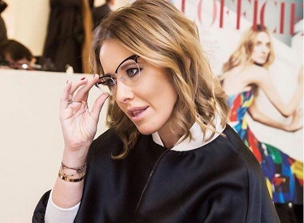Ксения Собчак пришла на модный показ в джемпере