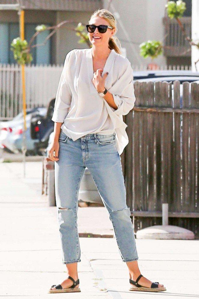 Мария Шарапова выбирает для прогулок по Манхеттену стильные образы