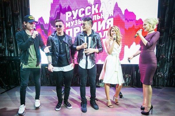 Денис Клявер положил глаз на Мишу Романову из группы «ВИА гра»
