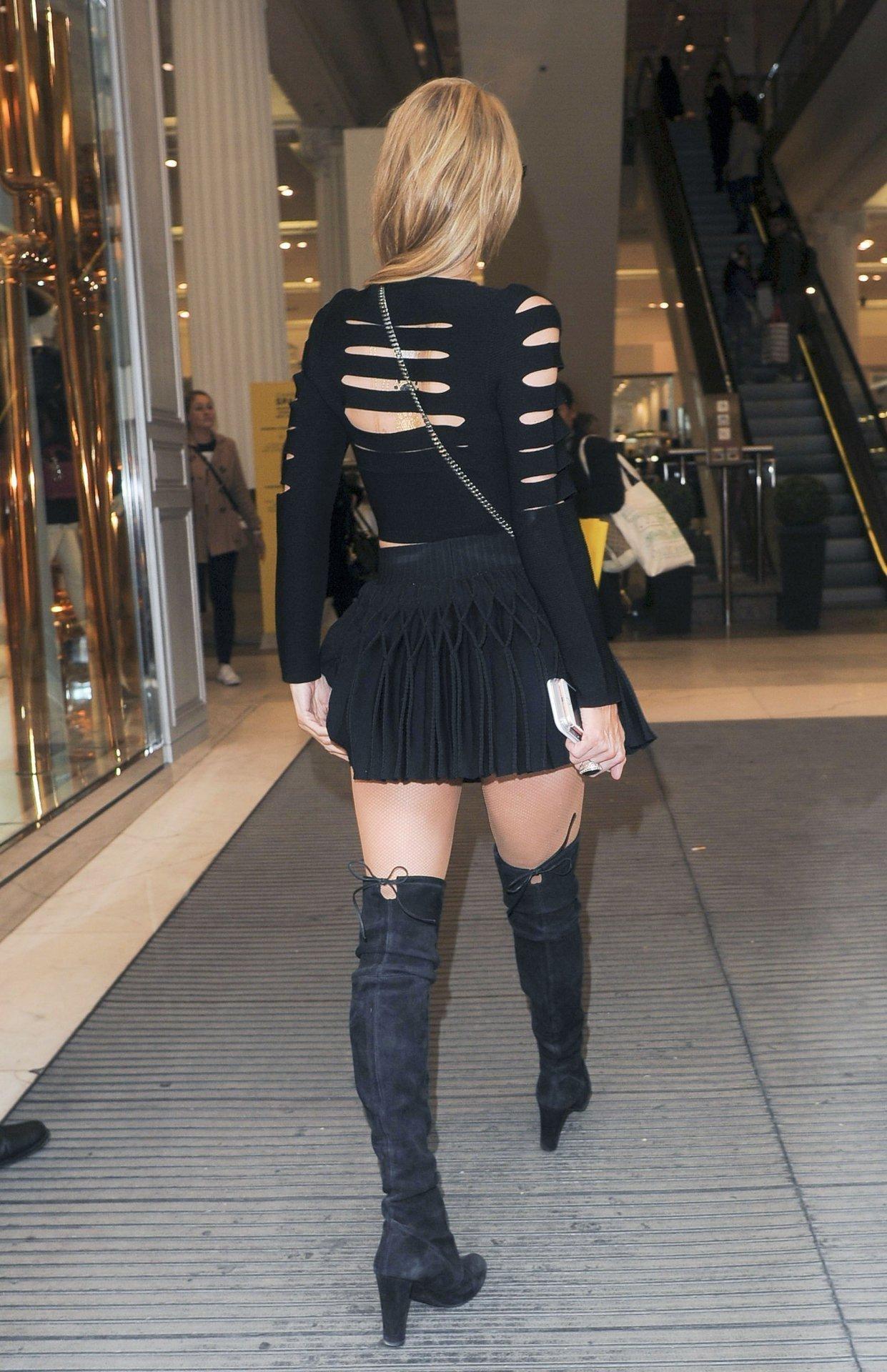 Пэрис Хилтон прогулялась по Лондону в стильном образе