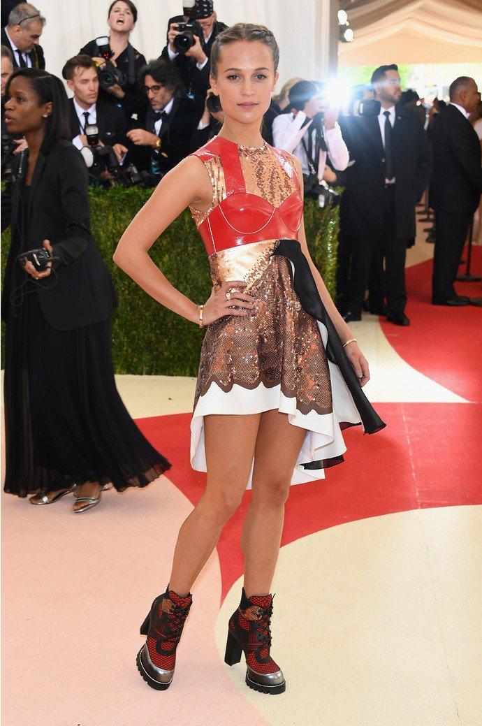 Алисия Викандер выбрала не самый удачный наряд для MET Gala 2016