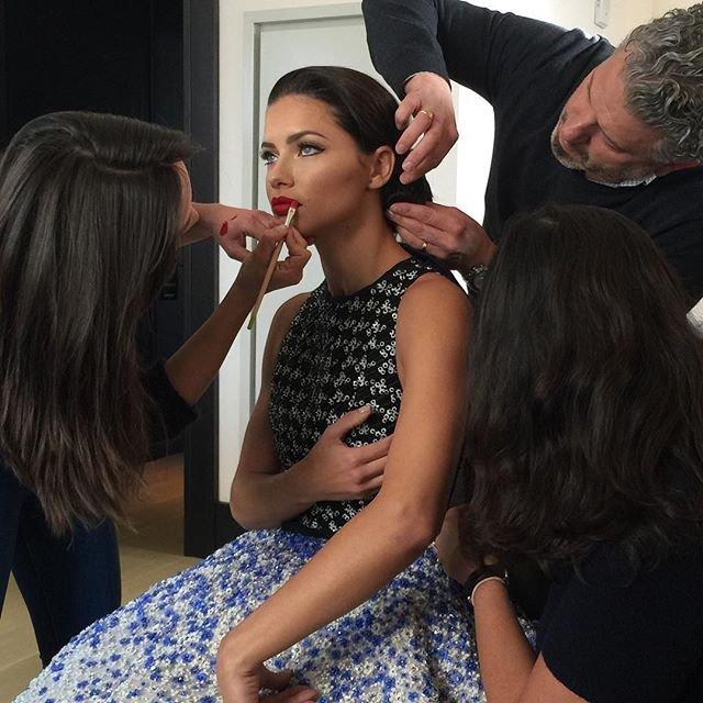 Адриана Лима появилась в очень нежном платье на MET Gala 2016