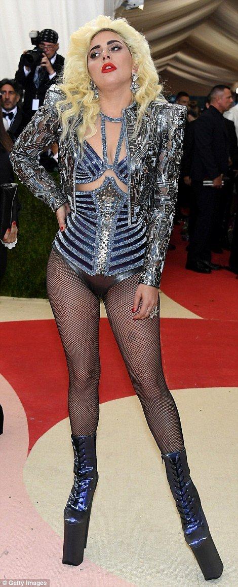 Леди Гага стала одной из самых высоких на церемонии вручения модной премии
