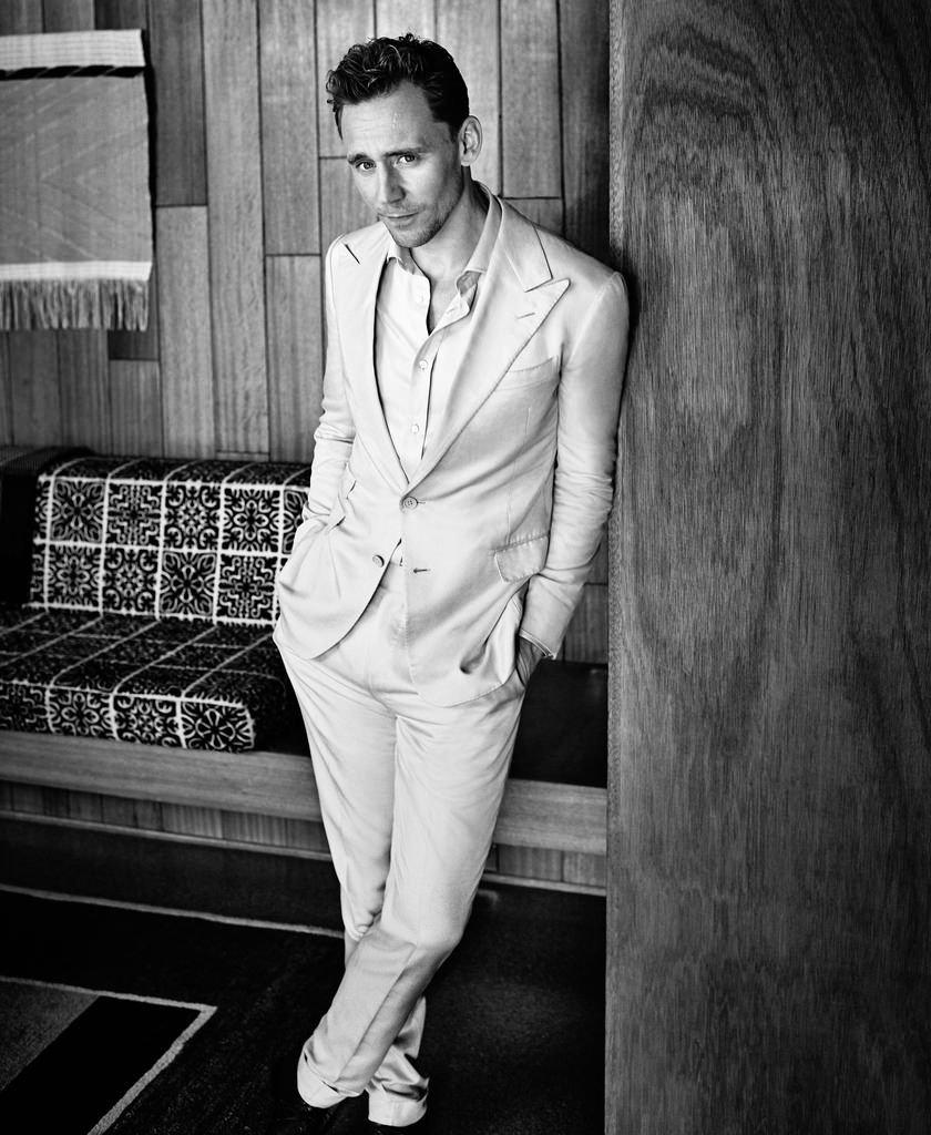 Том Хиддлстон позирует для обложки  Esquire
