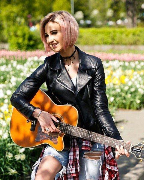 Ольга Бузова сменила цвет волос и помолодела