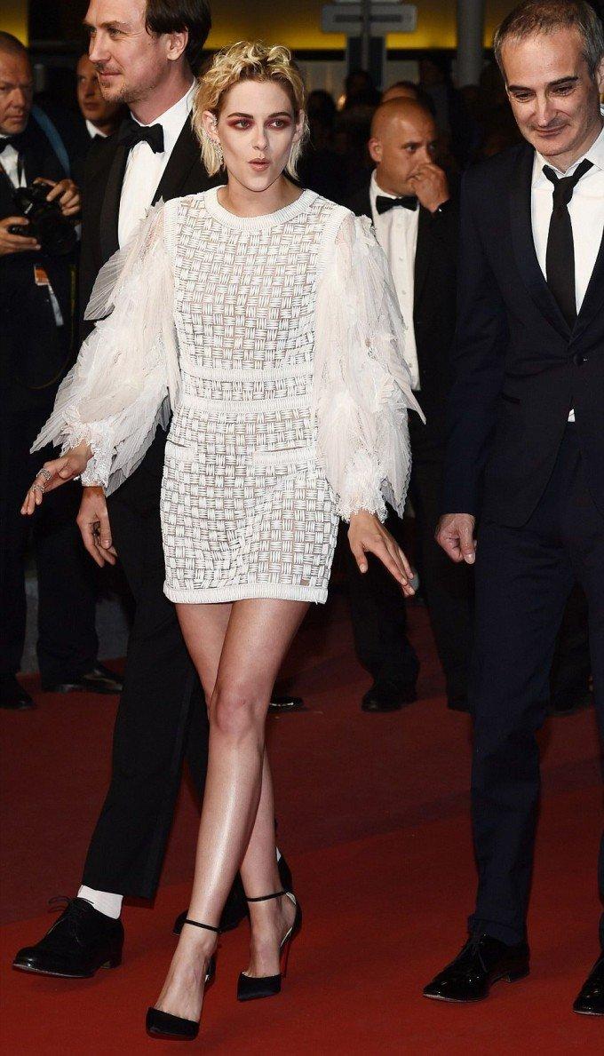 Кристен Стюарт позирует в необычном ультракоротком наряде в Каннах