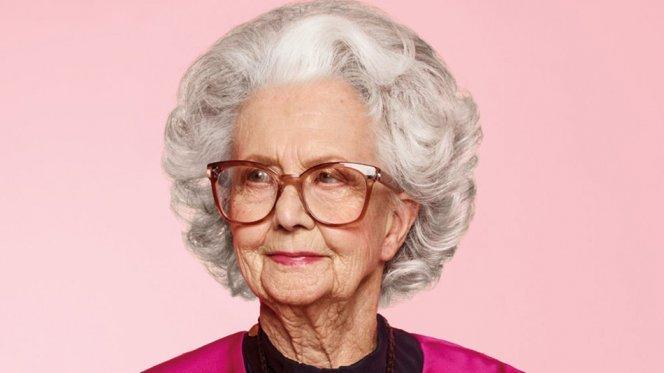 100-летняя модель впервые приняла участие в фотосессии Vogue