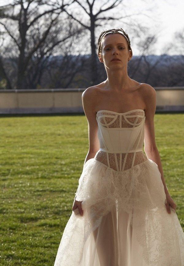 Стало известно, что свадебное платье Лены Летучей будет очень откровенным