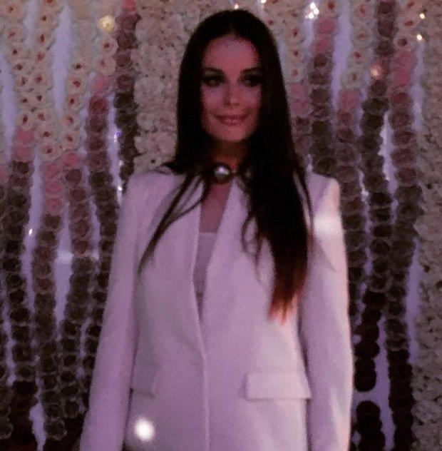 Оксана Фёдорова выбрала необычное украшение на шею