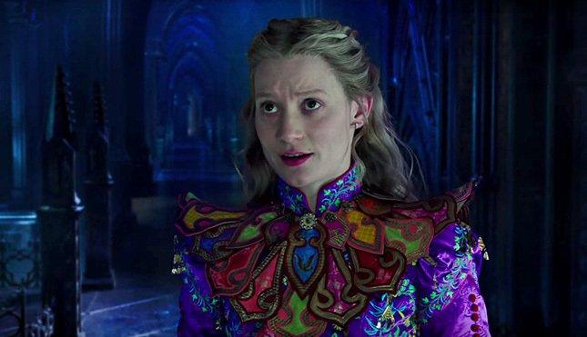 «Алиса в Зазеркалье» с Мией Васиковска и Джонни Деппом в главных ролях пытается завоевать мировой прокат