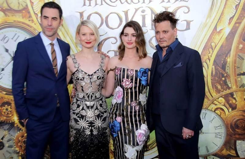 Алиса в Зазеркалье с Мией Васиковка и Джонни Деппом в главных ролях пытается завоевать мировой прокат