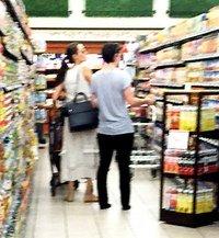 Анджелина Джоли с дочкой прокатилась на самокате по Лос-Анджелесу
