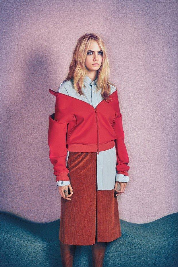 Кара Делевинь в образе пушистого сердца на обложке W Magazine