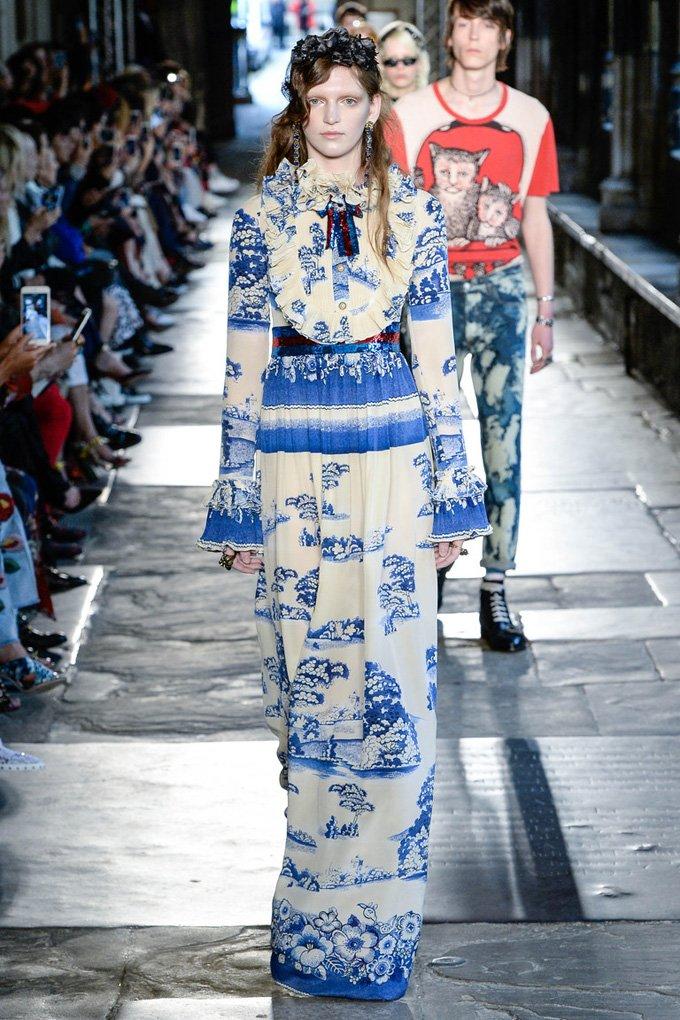 Gucci показал скандальную пародию на королеву Елизавету II