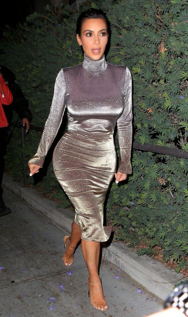 Нечего стесняться: Ким Кардашьян выложила обнаженное селфи в честь запуска проекта