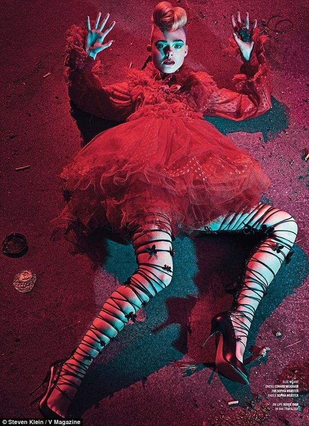 Эль Фэннинг позирует для смелой фотосессии в V Magazine