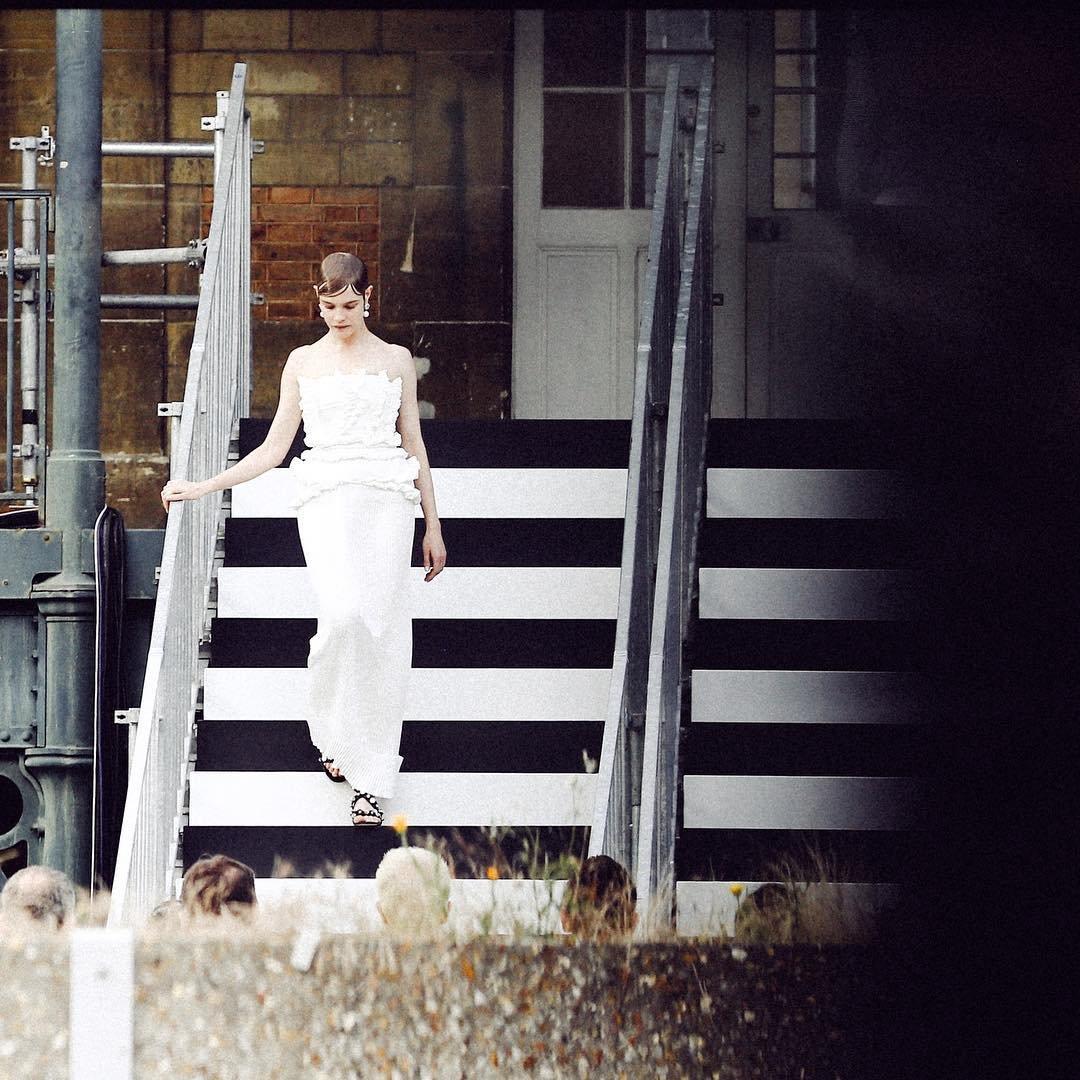 Наталья Водянова появилась на подиуме в рамках  Недели моды в Париже