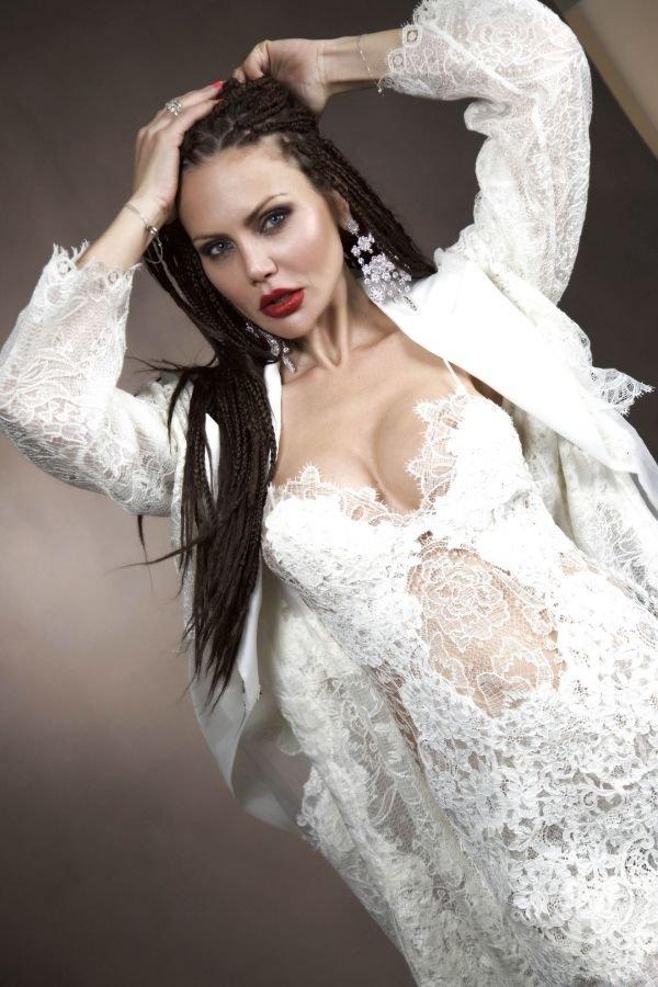 Елена Галицына представила эффектную летнюю прическу
