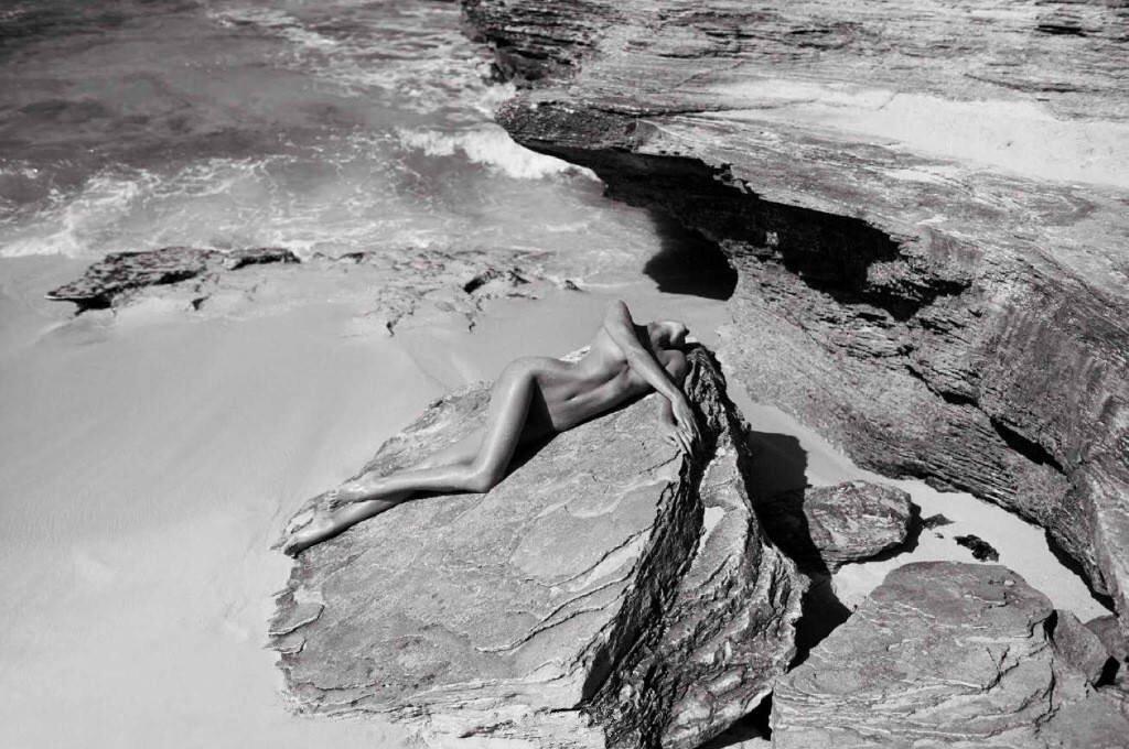 Кэндис Свейнпол в откровенном фотосете для Vogue Spain