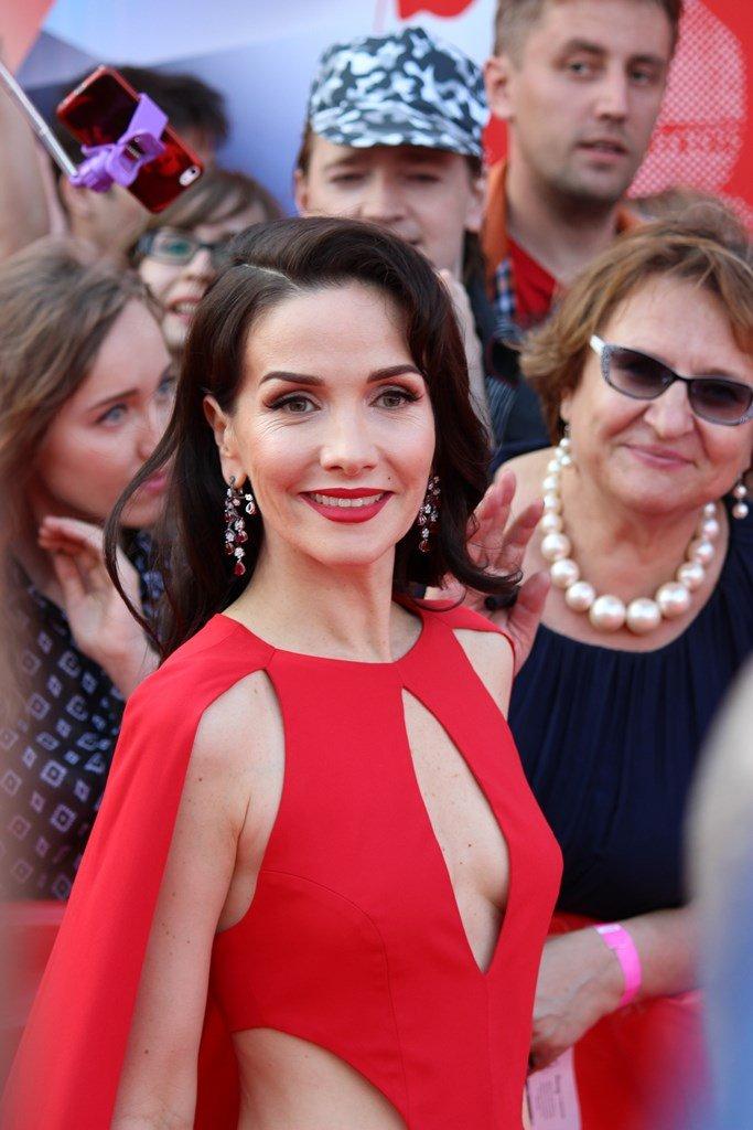 Наталия Орейро блистала на красной дорожке ММКФ