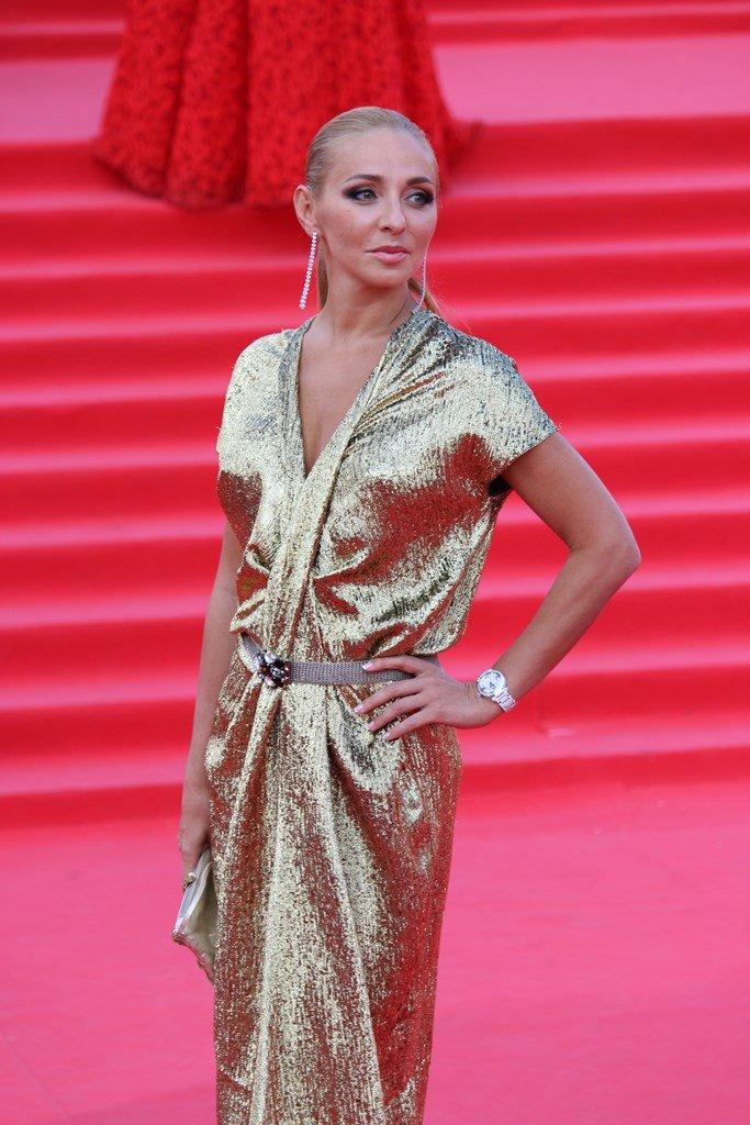Татьяна Навка в золотом наряде на закрытии ММКФ