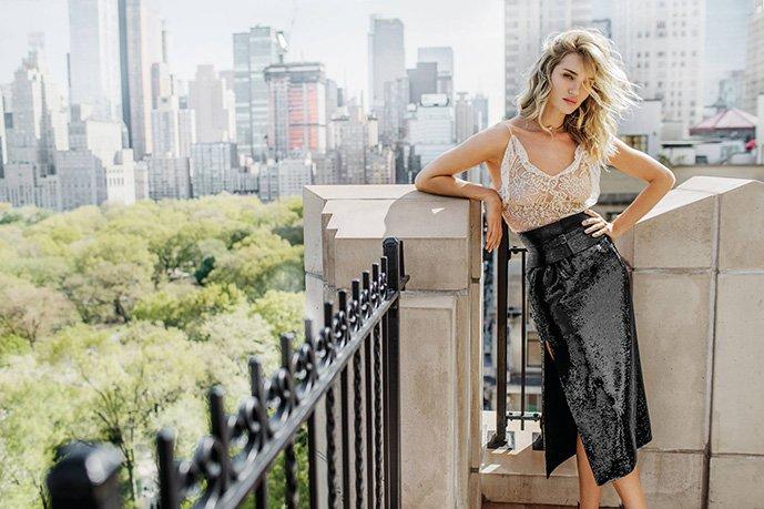 Роузи Хантингтон-Уайтли позирует на обложке таиландского Vogue