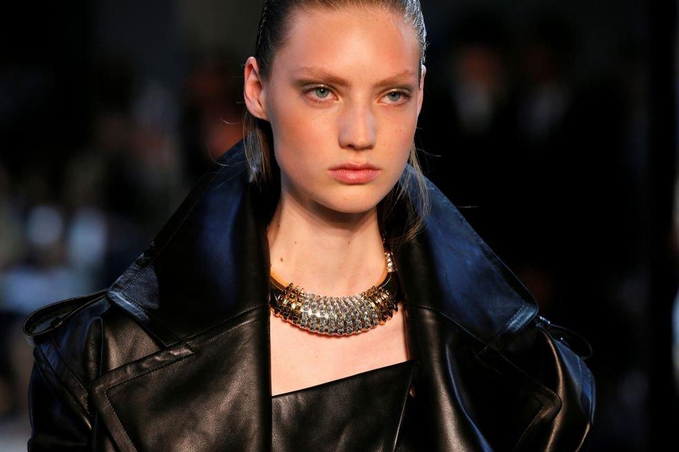 Александр Вотье представил коллекцию откровенных нарядов в Париже