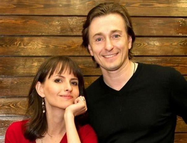 Сергей Безруков выложил в Инстаграм снимок своей новорожденной дочери