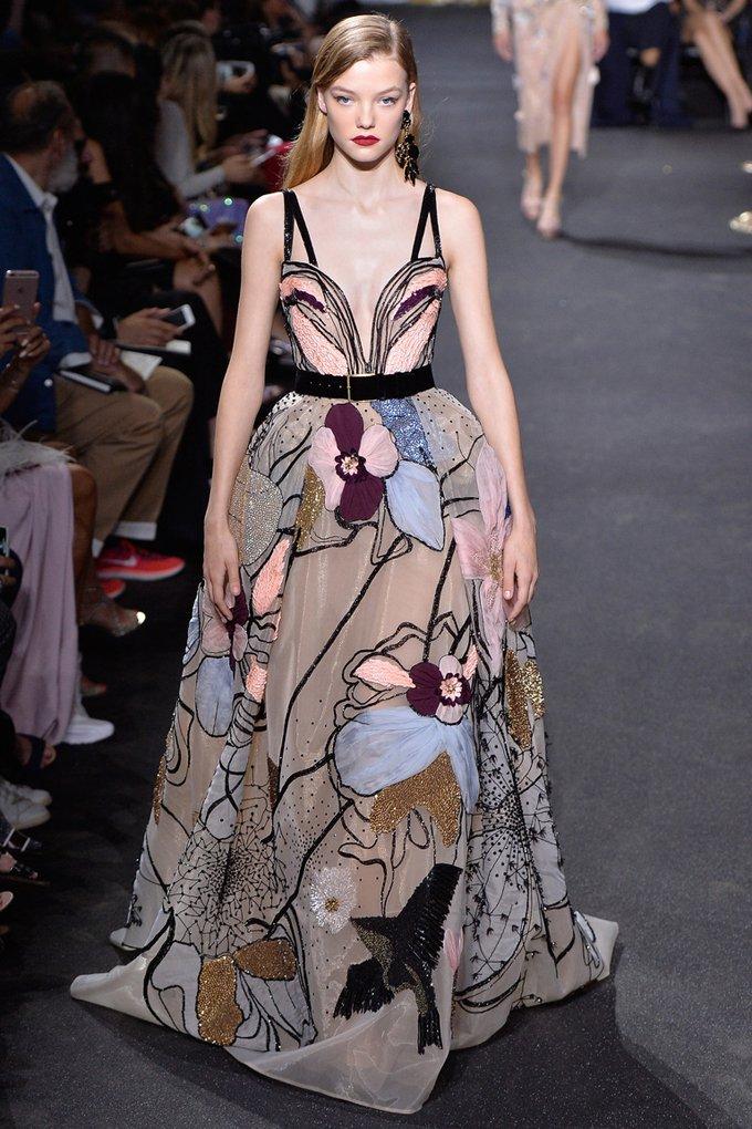Показ роскошных платьев от Elie Saab на Неделе моды в Париже