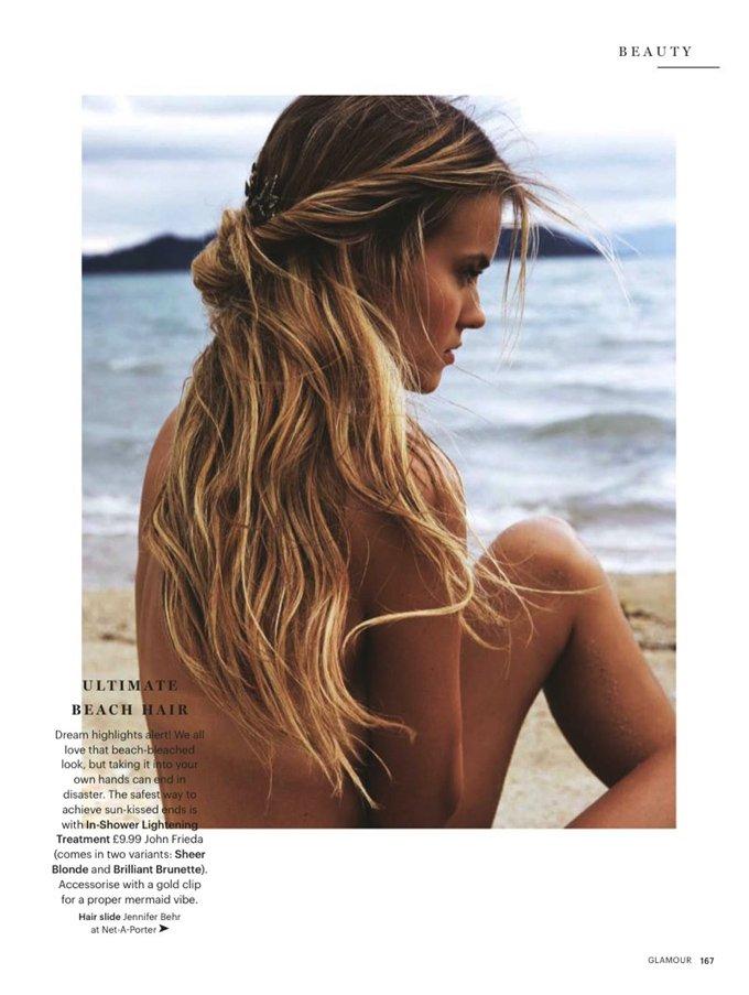 Катя Григорьева в пляжном фотосете для Glamour